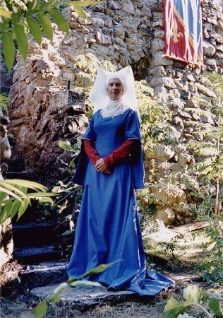 reconstruction of the dress of Christine de Pisan. How to