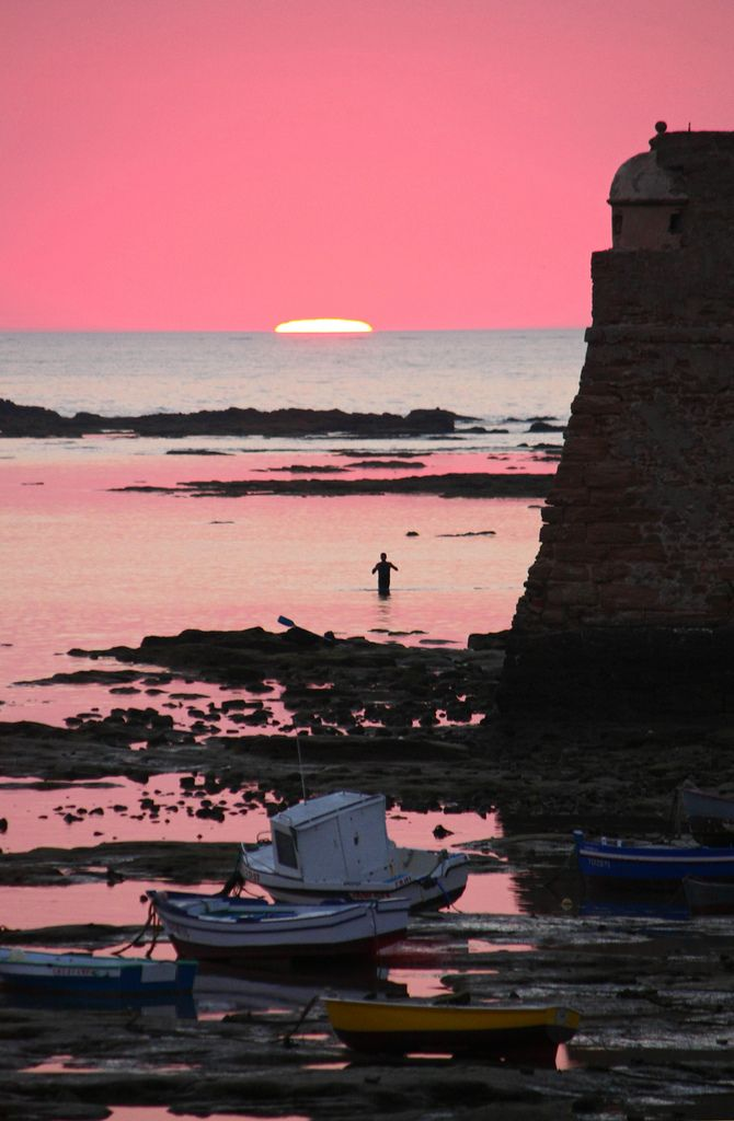 .. ..: Pink Sunsets, Pink Sky, Beaches In Spain, Pretty Pink, Beaches Scene, Cadiz Spain, Sunri Sunsets, Spain Travel, Sunsets Swim
