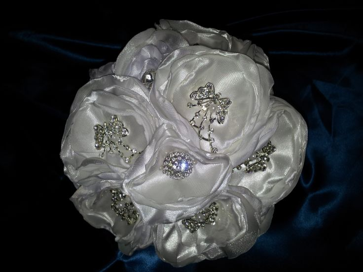 Bridal brooches bouquets