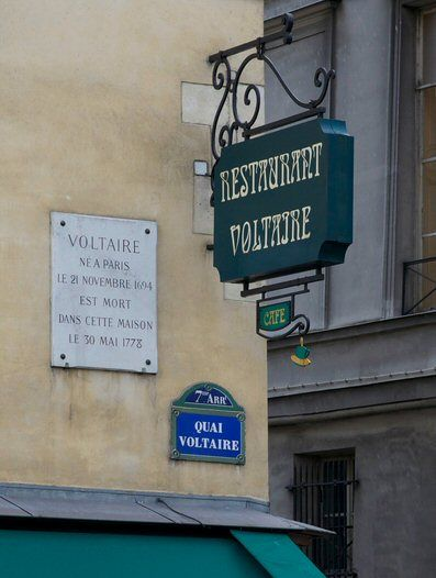 Le quai Voltaire  (Paris 7ème).