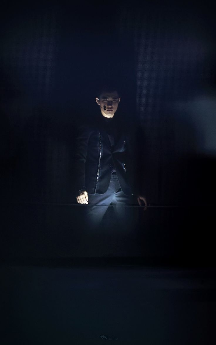 Daily EXO _ Kyungsoo - This is a stage lighting win if I ever saw one...    teeehehe..  nice...