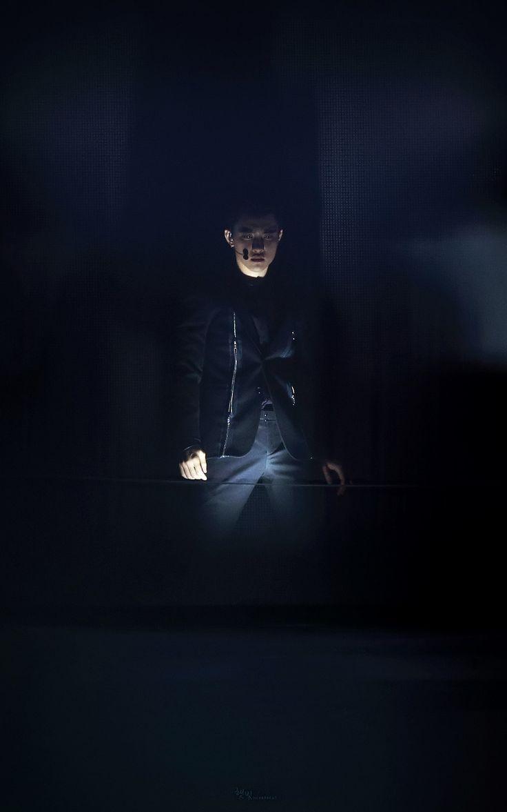 Daily EXO _ Kyungsoo - This is a stage lighting win if I ever saw one...    teeehehe..  nice...