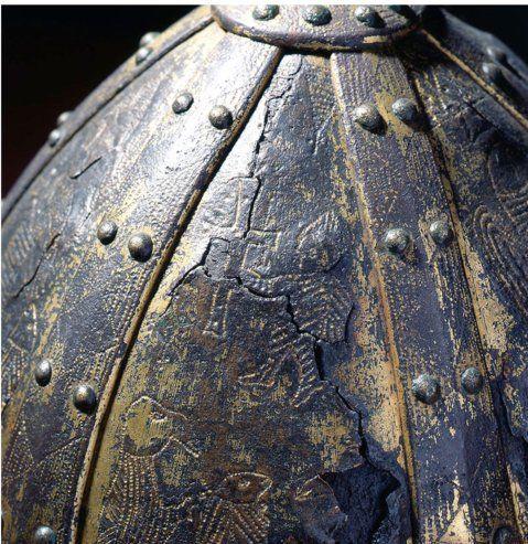 Spangenhelm: dalla Colonna Traiana a Carlo Magno