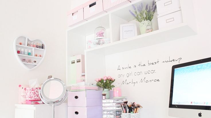 My makeup collection: home decor with pastel colors