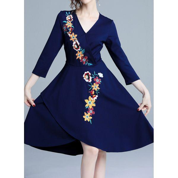 Plus Size Floral Skater V-Neckline Knee-Length X-line Dress (1955462763)