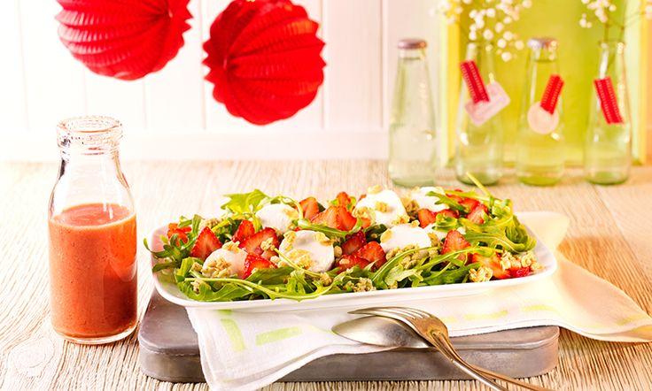 Salat mit fruchtiger Vinaigrette und Ziegenkäse