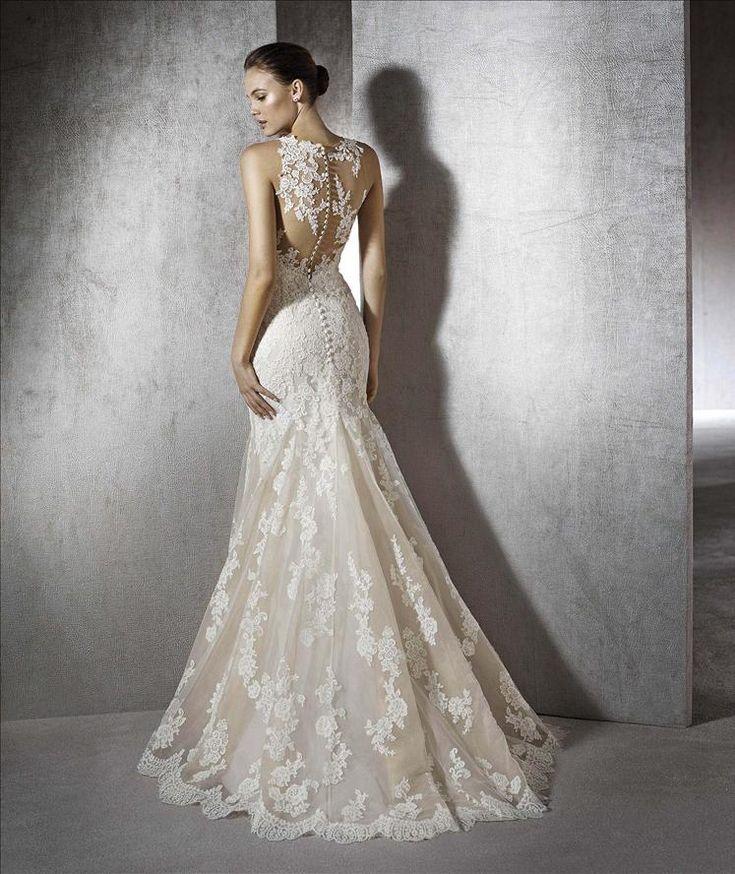 Back <3..  Sellő fazonú, csipkemintás Zeneta esküvői ruha. Válogass romantikus stílusú ruhamodelljeink közül a nagy napra, a Love Esküvő Ruhaszalonban.
