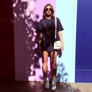 Bruna Marquezine escolheu o vestido @Loft747 para arrasar no street style! Amamos a combinação com a bolsa e botas brancas! E aí o que acharam do look?  Conheça mais sobre a Loft 747 no link da BIO!  .  .  .  .  .  #BrunaMarquezine  #BruMarquezine  #StreetStyle #fashion #modafeminina #inspiration #lookbook #lookinspiracao #tendencia #moda2017 #trend #statement #fashiontips #inverno2017 #style #fashionaddict #lookdodia #newin #outfit #instafashion #Optemais #OptemaisModa #SeuLookNumClick