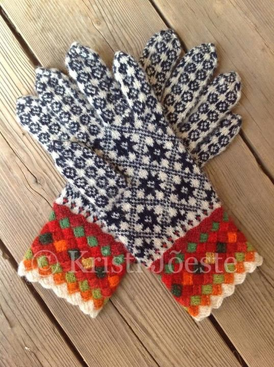 Beautiful knitted gloves by Kristi Jõeste