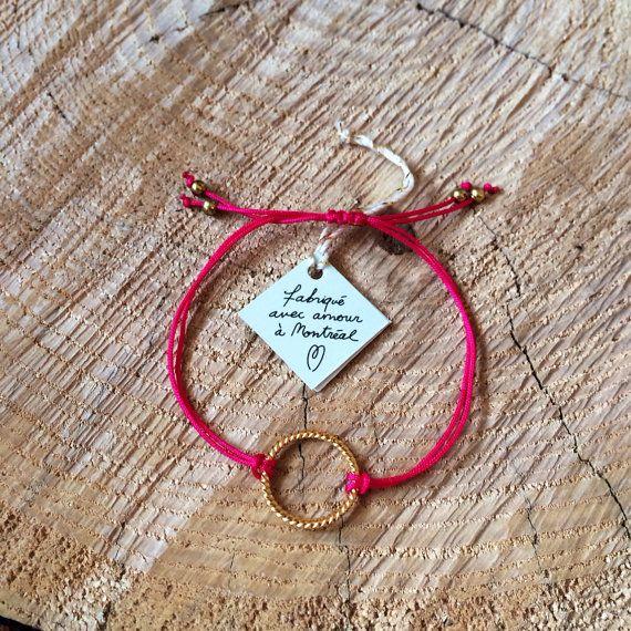 Bracelet charm sur fil de nylon fabriqué à Montréal par SiSimple