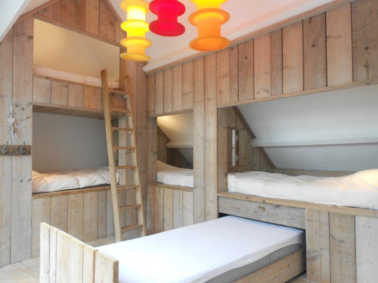 Zolder slaapplaats logeren idee n inrichting zolder huis pinterest tes - Inrichten van een kleine volwassene slaapkamer ...