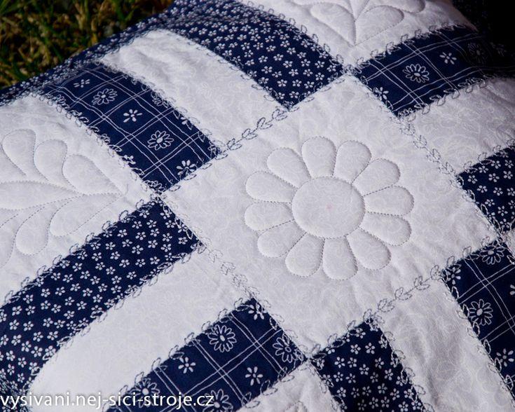 Patchworkový polštář prošívaný bavlnkou