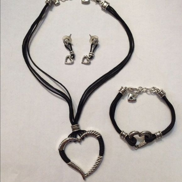 Brighton jewelry set Necklace is NWT. Set is in great condition Brighton Jewelry Necklaces