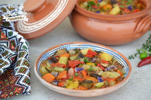 Ghiveci de legume  http://www.simonapatras.com/2015/09/ghiveci-de-legume.html