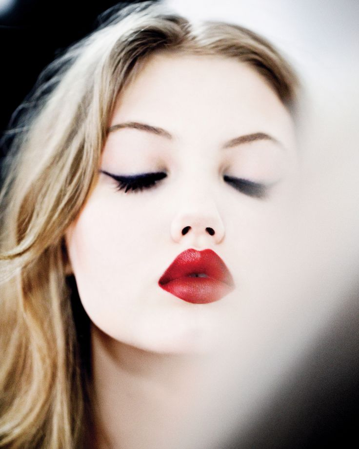 Red lipstickRed Lipsticks, Lindsey Wixson, Eyeliner, Cat Eye, Makeup, Beautiful,  Lips Rouge, Lindseywixson, Redlips