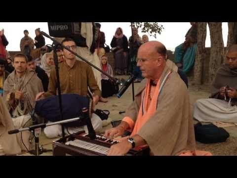 HG Srila Indradyumna Swami's kirtan at Nandaghat 12.11.2013 - YouTube