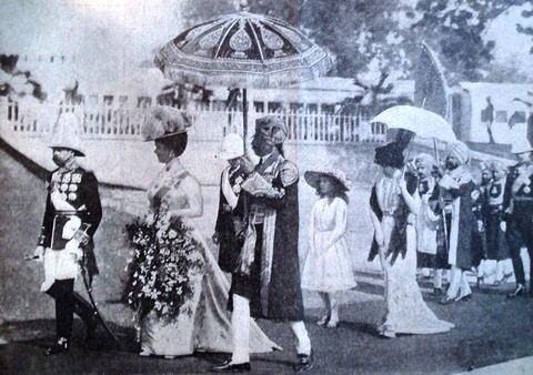 King George V and Queen Mary visiting as Emperor and Empress of India in 1911, a study of precedence in action