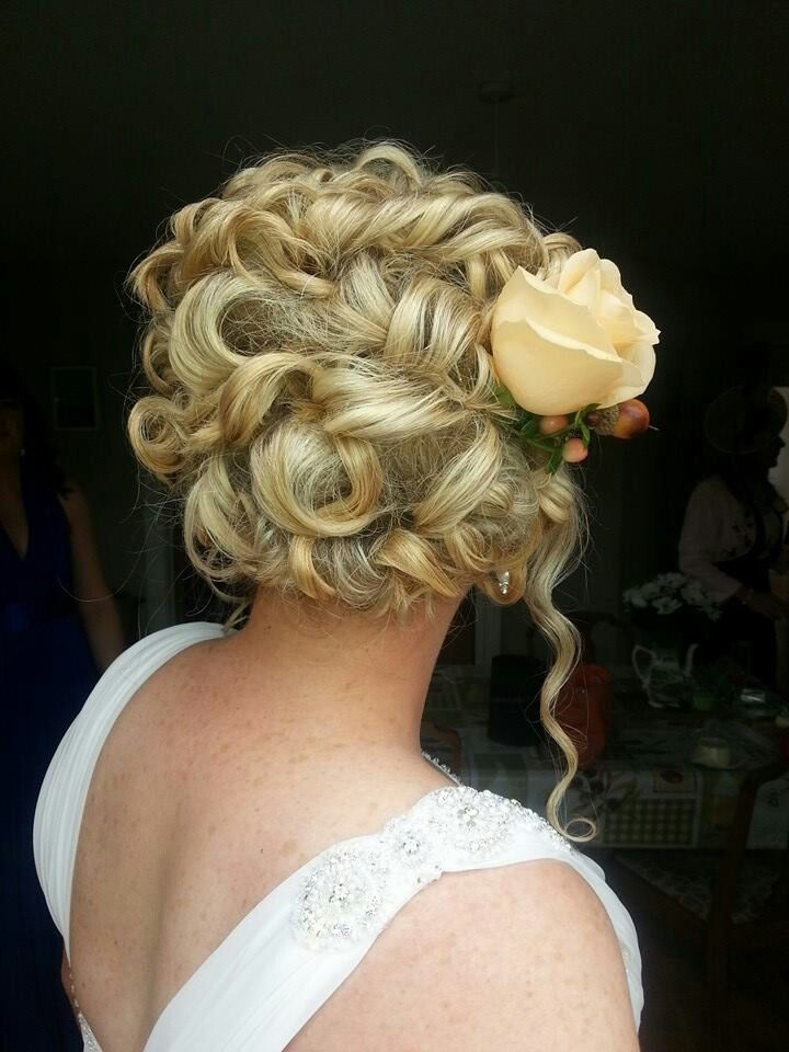 Bridal up style with fresh flowers