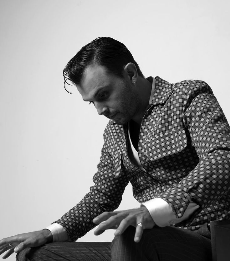 Theo Hutchcraft (@theohurts) op Instagram: 'By @michael_smits for this month's @musikexpress_magazin'