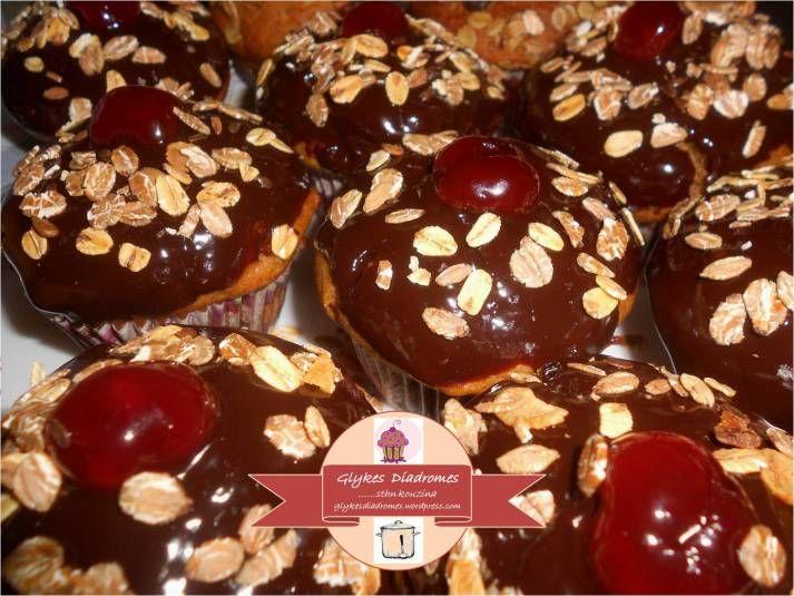 Chocolate apple cinnamon cupcakes / glykesdiadromes.wordpress.com