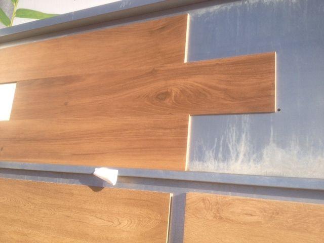 Keramische tegel 'hout look', als alternatief voor vlonder terras (minder gladheid, verkleuren ) lxbxd.120x30x2 cm