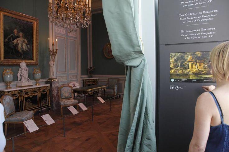 Ces animations basées sur des documents d'archives et des images d'œuvres, retracent des lieux emblématiques, comme le château de Bellevue bâti par Louis XV pour sa maîtresse Madame de Pompadour. Retrouvez-les dans les nouvelles salles Objets d'art du 18e du musée du #Louvre. #Objetsdart18