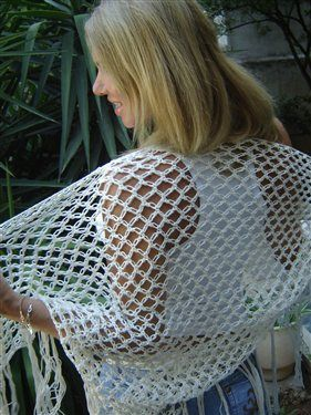 Shawl in lovers' knot - Media - Crochet Me* ༺✿ƬⱤღ http://www.pinterest.com/teretegui/✿༻