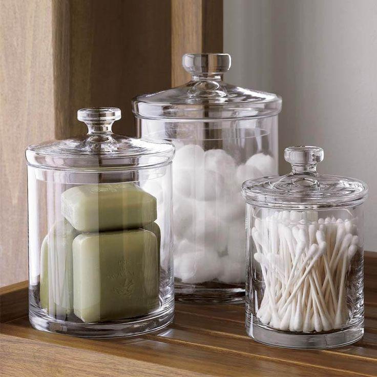 Храни ватные палочки, диски и, например, сменное мыло в красивых баночках. Так они не будут распариваться и увлажняться. Кроме того, смотрится очень мило.
