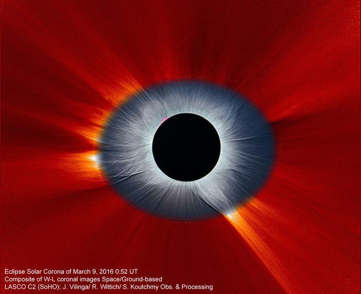 Április 12. A SOHO napfigyelő műhold által fotózott korona és a Földről megfigyelt napfogyatkozás (középen) kombinált képe.
