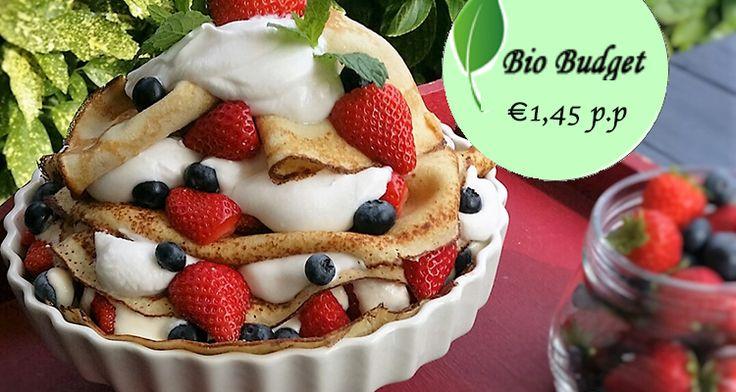 Van pannenkoeken kun je ook een overheerlijketaart maken. Met dit recept van Sandra maak je een pannenkoektaart met kokos yoghurt en rood fruit. Mmm!
