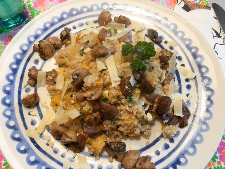 Nieuw recept: Risotto van Quinoa:  Risotto is een traditioneel Italiaans rijstgerecht, maar dit keer vervangen we de risotto-rijst door quinoa. Dit graan is net zo lekker als rijst en een echte superfood vol met vezels en is bovendien goed verteerbaar. Samen met lekkere paddenstoelen en courgette maken we het gerecht af.  http://wessalicious.com/risotto-van-quinoa/