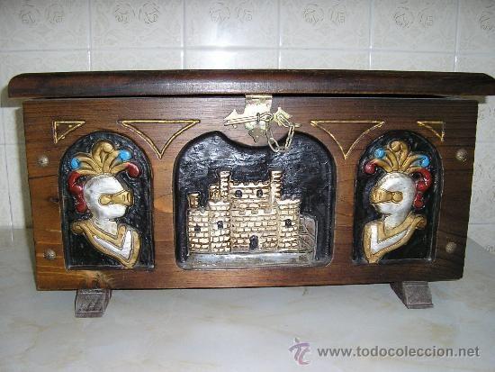 MI PARAISO ESCONDIDO: Mueble de madera de la Edad media.