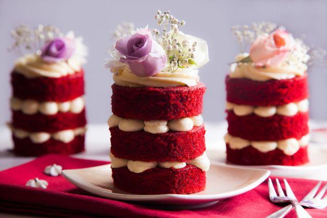 ميني ريد فلفيت كيك Elwasfa Recipe Food Drinks Dessert Dessert Presentation Chocolate Raspberry Cake