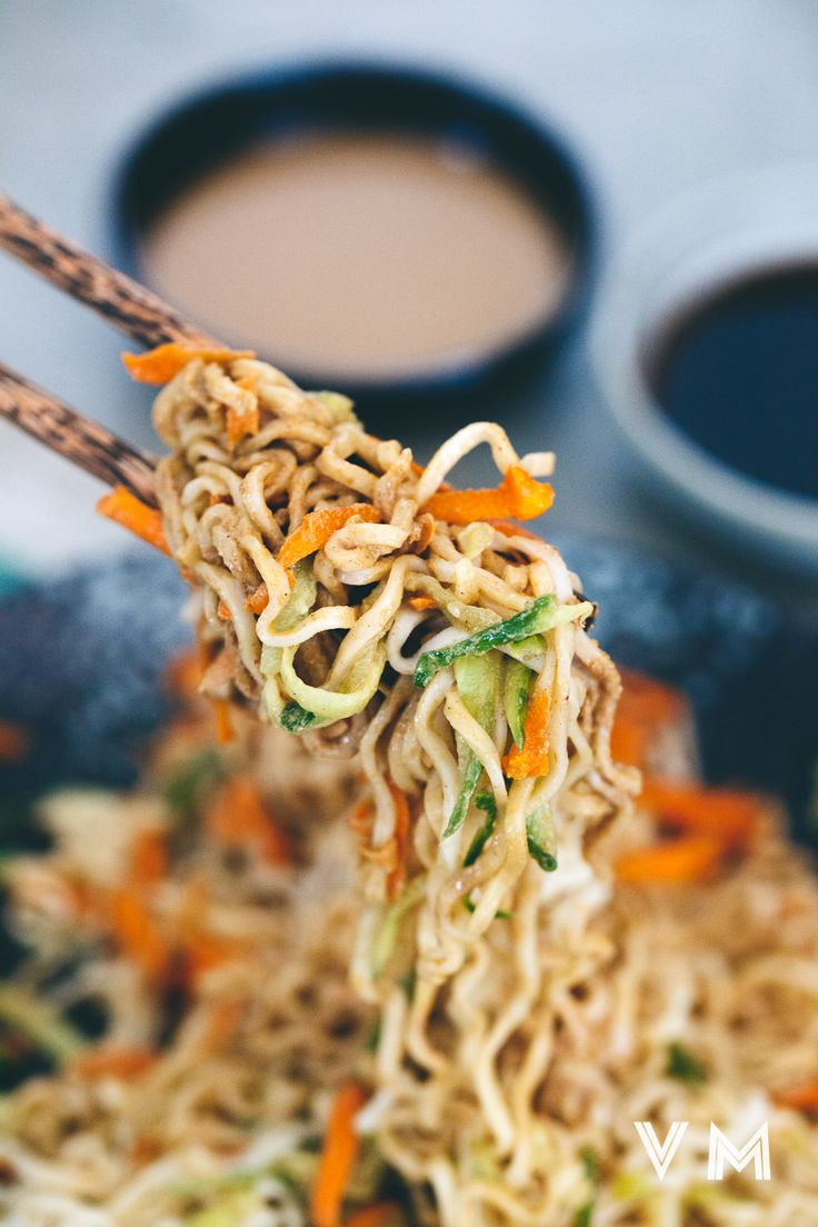 Taiwanese cold sesame noodle with cucumber and carrot