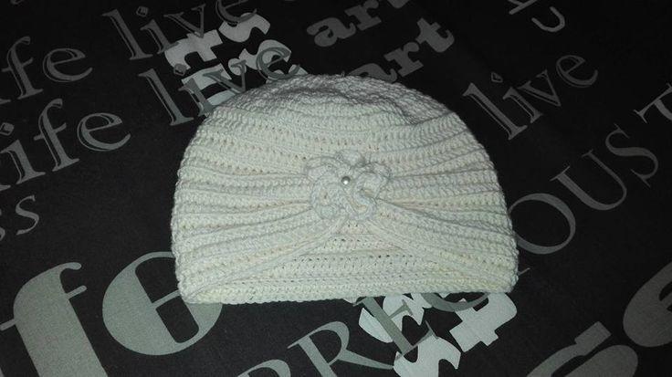 Turban crosetat, din fir de lana merinos. (Textura lanii e foarte fina, placuta la atingere, calitatea insa e destul de proasta. Firul...