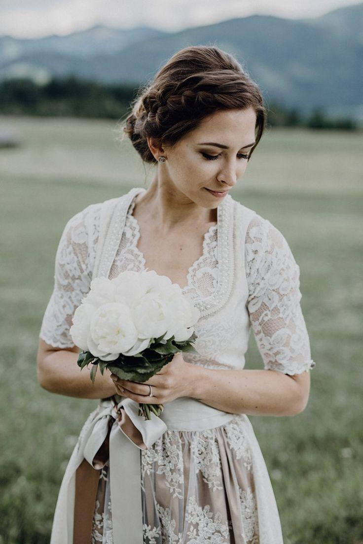 Wunderschöne Alm-Hochzeit  Braut dirndl, Dirndl hochzeit, Braut