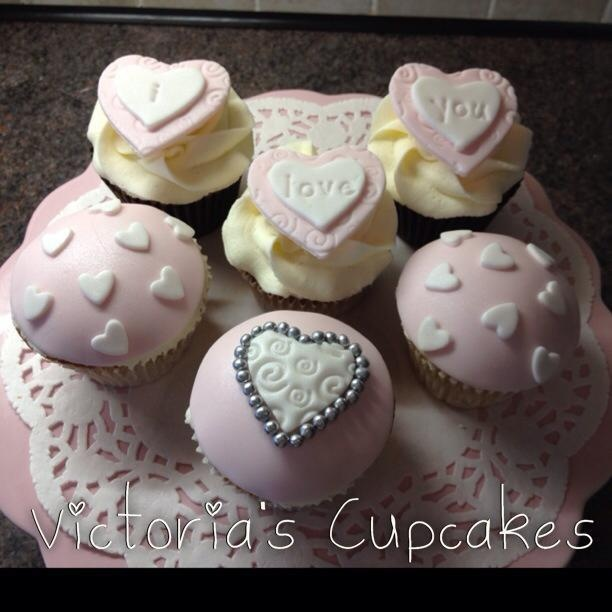 Valentine day cupcakes, Valentine cupcakes and Heart cupcakes