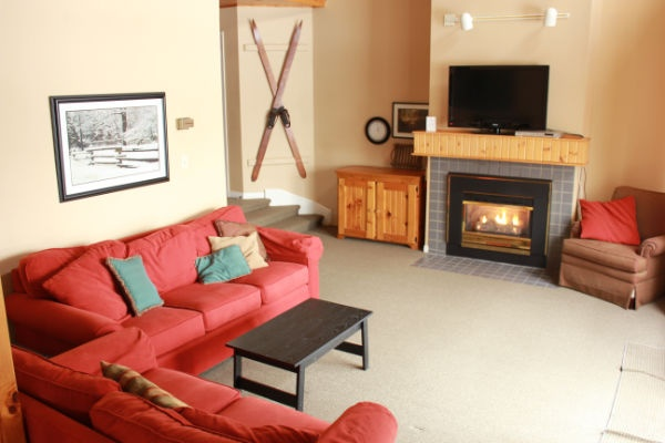 A spacious and well-decorated three bedroom condo within Wintergreen that sleeps 8 people
