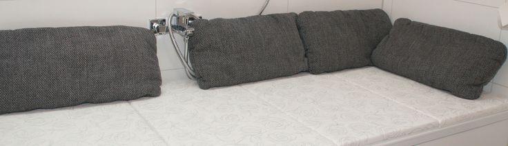 Bathcover ist eine moderne Badewannenabdeckung / Badewannenauflage nach deinen Maßen und Wünschen zum günstigen Preis.