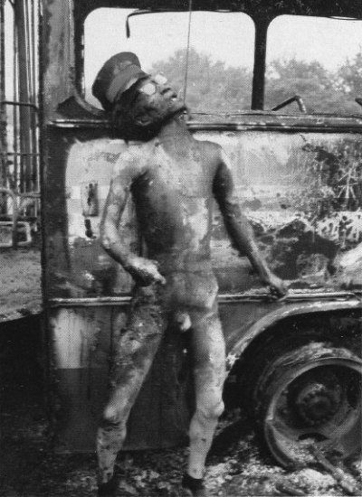 Another-soldier-burned-to-death-hanging-by-a-cable-from-the-burned-out-bus..jpg (400×550)