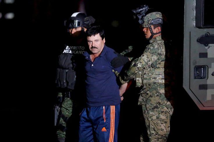 Als Sicherheitskräfte sein Haus stürmen, flieht Guzmán zunächst durch das Abwassersystem der Stadt Los Mochis im Westen Mexikos.