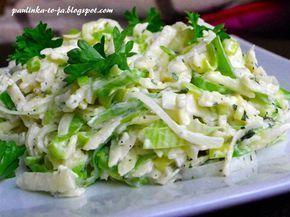 Z szybkich i prostych surówek obiadowych proponuję surówkę z jabłek i porów. Można ją przygotować z majonezem lub jogurtem naturalnym. Pole...