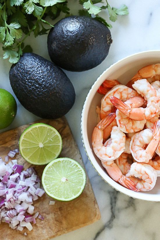 Zesty Lime Shrimp and Avocado Salad that fits the #whole30 plan.