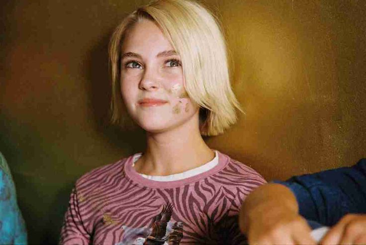 I still want to paint a room gold like in the Bridge to Terabithia movie - shiny, brilliant gold, too :)