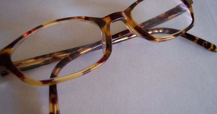 Como consertar uma armação de óculos de acrílico. Muitas armações de óculos são feitas de acrílico. O acrílico é durável, pode ser feito em qualquer cor e é rentável, o que faz dele o material favorito para os fabricantes de óculos. Embora o acrílico seja um plástico muito resistente, as armações podem quebrar. O conserto ou substituição profissional pode ser muito caro e você pode economizar ...