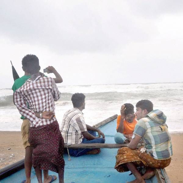 Cyclone Hudhud: 5 killed in AP, Odisha- The Times of India Photogallery Page 5