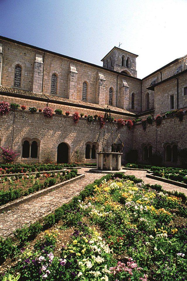 Cistercian Abbey of Casamari (FR), the cloister.