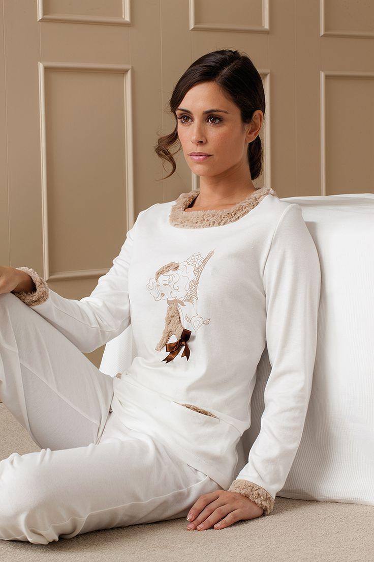 Pijama con cuellos y puños combinados en tejido de pelo sintetico #egatex #pijama #sleepwear