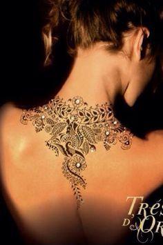 tatouage dentelle nuque femme                                                                                                                                                                                 Plus