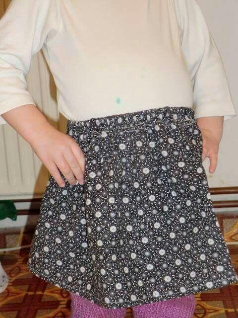 Lánykámnak varrt szoknya egy régi nadrágból. 2014.02.24.